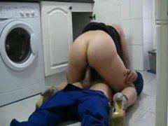 Ama de casa follando con el fontanero (13:00)