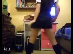 colegiala bailando