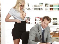 secretaria cogiendo con su jefe