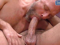 Musculoso latino se masturba para la página porno de GayRomeo (07:00)