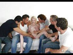 mi primera orgia con 5 hombres