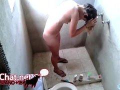 espiando a mi prima desnuda en la ducha