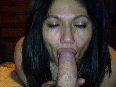mujer madura salvadorena haciendo sexo oral