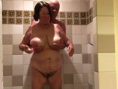 porno casero de maduras en la ducha