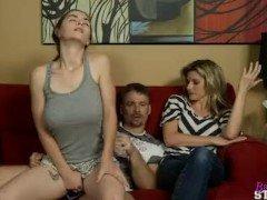 hija follando con su padre delante de su madre