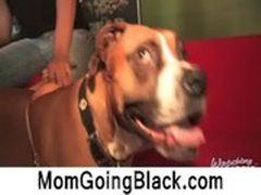 Chicas disfrutando de los encantos de un buen perro (14:26)