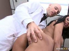 doctor teniendo sexso con la paciente