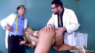 porno-de-doble-penetracion-con-doctores
