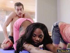 porno en yoga